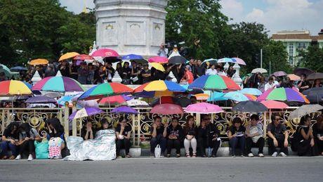 Tuong thuat tu Bangkok: Nguoi Thai tiec thuong nha vua - Anh 8