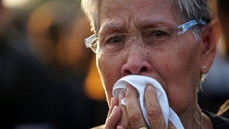 Tuong thuat tu Bangkok: Nguoi Thai tiec thuong nha vua - Anh 9