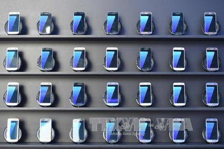 My cam mang Samsung Galaxy Note 7 len may bay - Anh 1