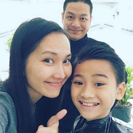 Vbiz 15/10: Chong dai gia ca si Vy Oanh lo dien, Tran Thanh than mat ben Hoang Yen Chibi - Anh 5