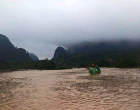Quang Binh mua lon, nhieu phong hoc toc mai, hoc sinh phai nghi hoc - Anh 5