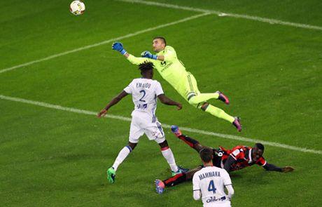 Balotelli hon gio doi thu roi truot penalty - Anh 1