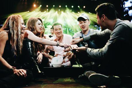Mr Dam thuc toi 2h sang lo cho liveshow 12 ty tai Ha Noi - Anh 10