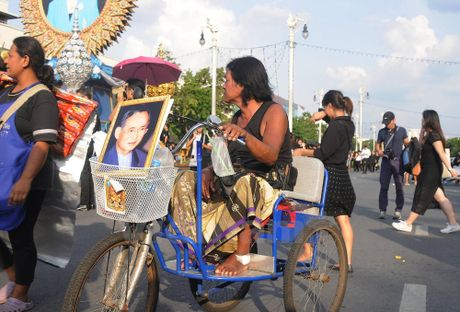 Nha vua Thai Lan bang ha: Nhung hinh anh kho quen - Anh 4