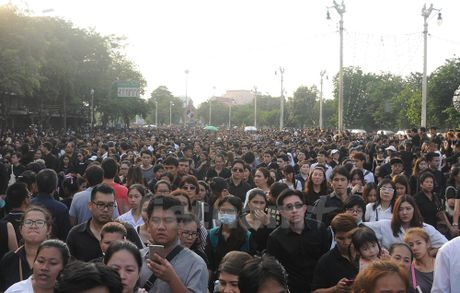 Nha vua Thai Lan bang ha: Nhung hinh anh kho quen - Anh 7
