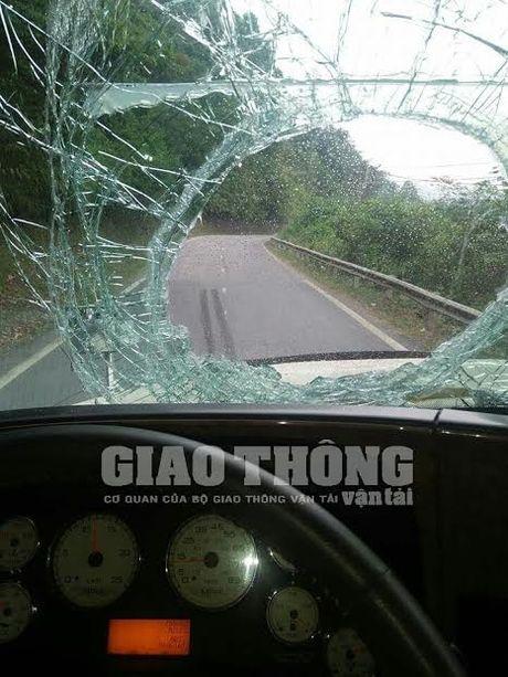"Lai xe lien tuc bi ""an gach"" tren cao toc Ha Noi - Thai Nguyen - Anh 2"