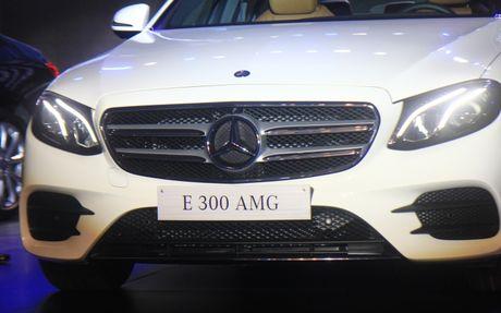 Mercedes E-Class 2107 'chao' Viet Nam voi den pha anh sao - Anh 6