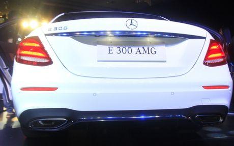 Mercedes E-Class 2107 'chao' Viet Nam voi den pha anh sao - Anh 7