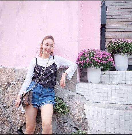 Vay ngu + Ao thun : Combo thoi trang la lam dang khien moi co gai Viet chao dao - Anh 3