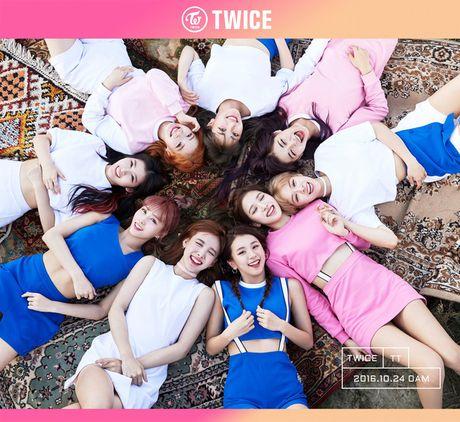 TWICE vs. Black Pink: Girlgroup nao se 'tho' duoc toi nam thu 10? - Anh 1