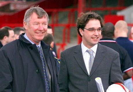 Hoc tro cu to Alex Ferguson dung 'muu hen, ke ban' de giup con trai kiem chac - Anh 2