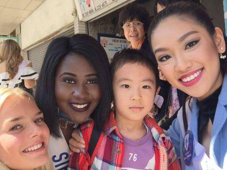 Phuong Linh duoc BTC Hoa hau Quoc te 2016 mung sinh nhat - Anh 10
