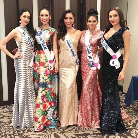 Phuong Linh duoc BTC Hoa hau Quoc te 2016 mung sinh nhat - Anh 3