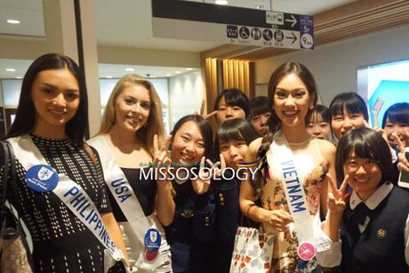 Phuong Linh duoc BTC Hoa hau Quoc te 2016 mung sinh nhat - Anh 8