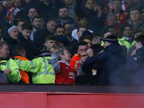 Jose Mourinho keu goi fan Man United va Liverpool 'di hoa vi quy' - Anh 3