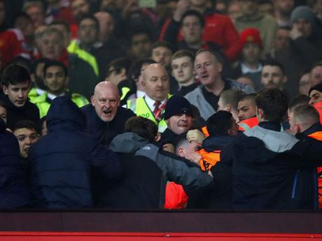 Jose Mourinho keu goi fan Man United va Liverpool 'di hoa vi quy' - Anh 4