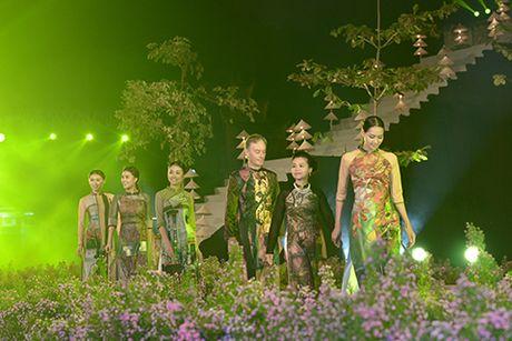 'Ni co Huyen Trang' tai xuat tai Le hoi Ao dai Ha Noi - Anh 5