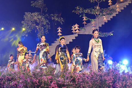 'Ni co Huyen Trang' tai xuat tai Le hoi Ao dai Ha Noi - Anh 7