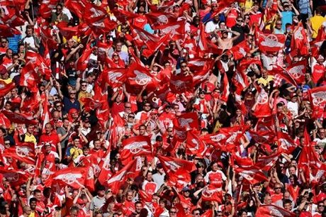 Wenger so 'virus tieu cuc' Swansea - Anh 2