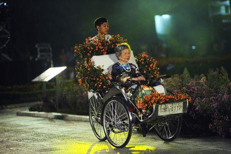 Hoang thanh lung linh trong dem khai mac Festival ao dai Ha Noi - Anh 10