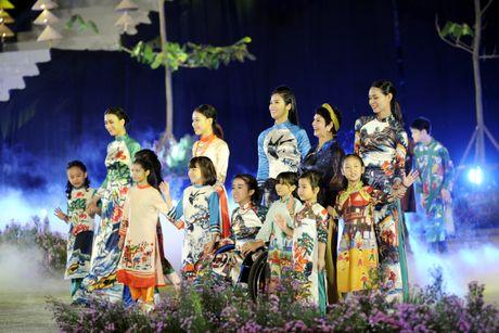 Hoang thanh lung linh trong dem khai mac Festival ao dai Ha Noi - Anh 12
