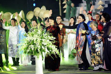 Hoang thanh lung linh trong dem khai mac Festival ao dai Ha Noi - Anh 15