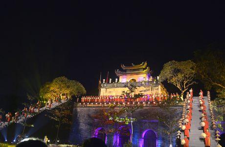 Hoang thanh lung linh trong dem khai mac Festival ao dai Ha Noi - Anh 1