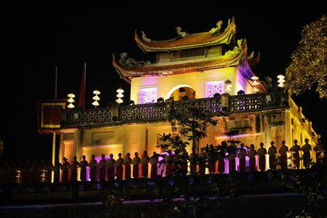 Hoang thanh lung linh trong dem khai mac Festival ao dai Ha Noi - Anh 3