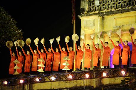 Hoang thanh lung linh trong dem khai mac Festival ao dai Ha Noi - Anh 4