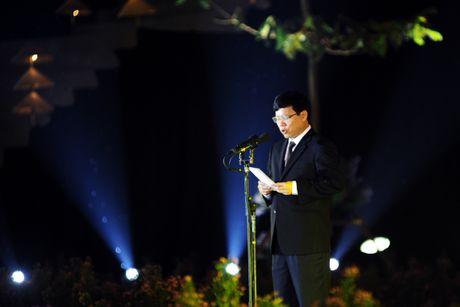 Hoang thanh lung linh trong dem khai mac Festival ao dai Ha Noi - Anh 5
