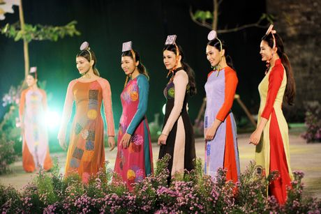 Hoang thanh lung linh trong dem khai mac Festival ao dai Ha Noi - Anh 6