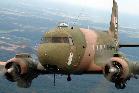 Can canh may bay cuong kich AC-47 cua My tung tham chien o Viet Nam - Anh 4