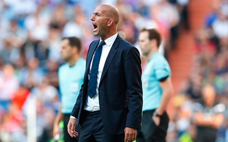 Real Betis vs Real Madrid: Ronaldo se 'cuu' Zidane? - Anh 1