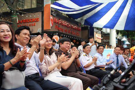Trien lam 'Truong Sa - Noi ta den' den voi nguoi dan phuong Nam - Anh 1