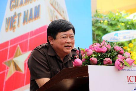 Trien lam 'Truong Sa - Noi ta den' den voi nguoi dan phuong Nam - Anh 5