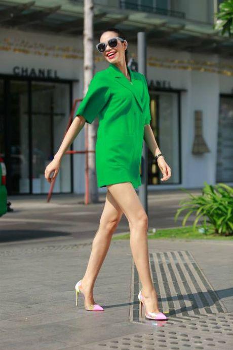 Pham Huong mac vay re beo van sang chanh, thoi thuong - Anh 3