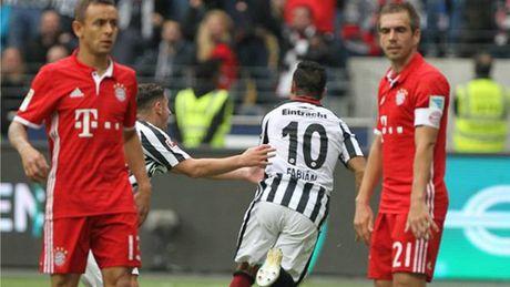 Bayern Munich lan thu hai lien tiep mat diem - Anh 1