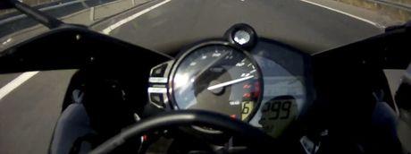 Moi ngay mot video ve moto - Ky thu hai: Yamaha R1 chay maxspeed - Anh 1