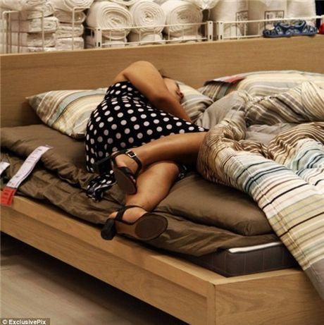 Ikea het kien nhan voi khach hang Trung Quoc vao ngu kho - Anh 14