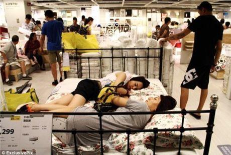 Ikea het kien nhan voi khach hang Trung Quoc vao ngu kho - Anh 8