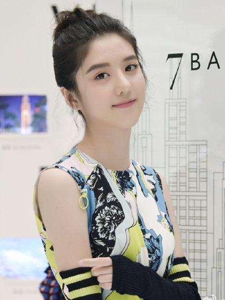 Hot girl Singapore sinh nam 1999 co ve dep tu nhien nhu nu than - Anh 3