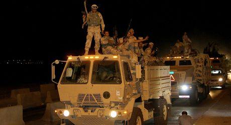 Quan doi Iraq tong tan cong, quyet gianh lai quyen kiem soat Mosul tu tay IS - Anh 1