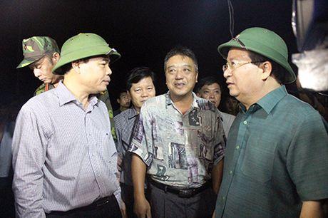 Pho Thu tuong Trinh Dinh Dung hop thau dem tim giai phap chong lu - Anh 1