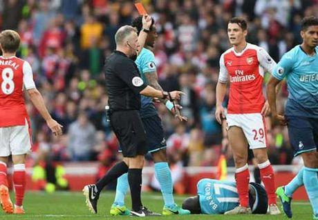 "Arsenal ""vo dich"" o Premier League ve da chap nguoi - Anh 2"