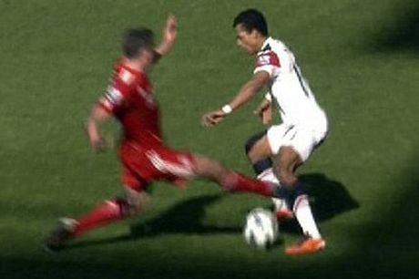 """Dac san"" Liverpool – MU: Nhung cu tac ""an thua du"" - Anh 4"