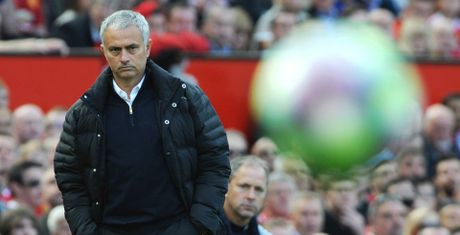 Mourinho 'nan gan' trong tai truoc derby nuoc Anh - Anh 1