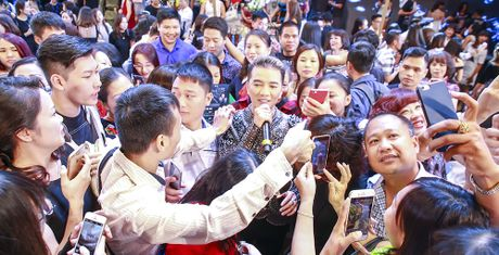 Sieu show cua Mr. Dam: Khan gia chua biet tu ton trong minh - Anh 1