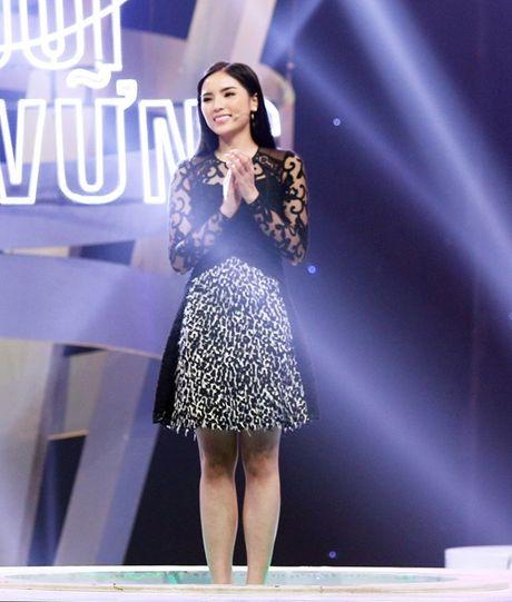 Hoa hau Ky Duyen dep gian di khi tham gia gameshow - Anh 1