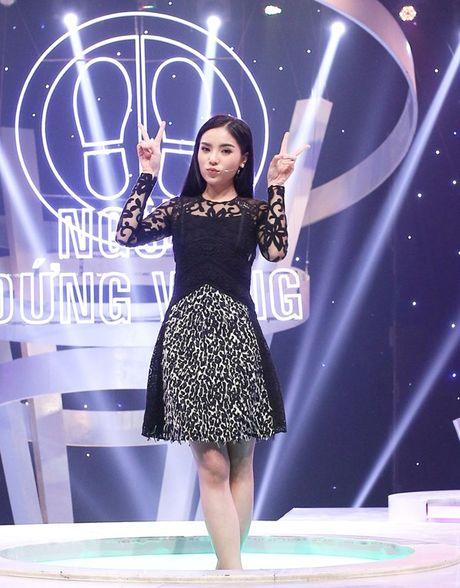 Hoa hau Ky Duyen dep gian di khi tham gia gameshow - Anh 3