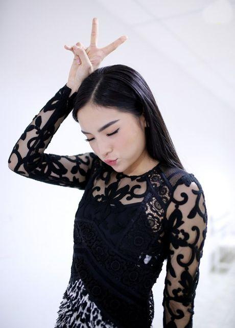 Hoa hau Ky Duyen dep gian di khi tham gia gameshow - Anh 4